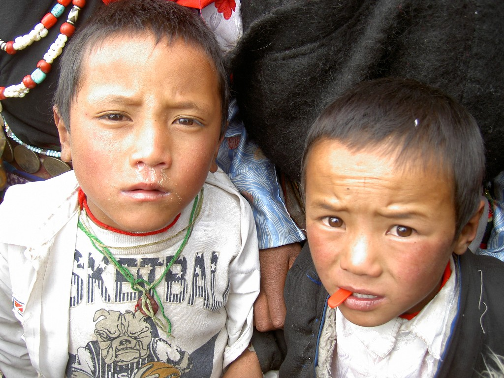 roadside-children-in-tibet_1024x768