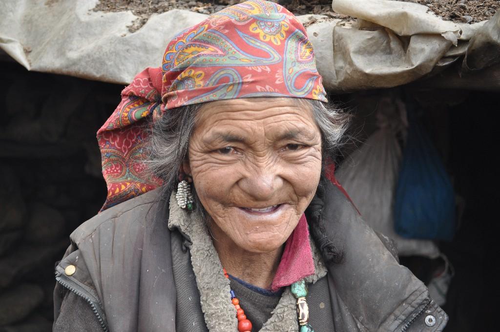 shepherdess-at-nimalaing-ladakh_1024x768