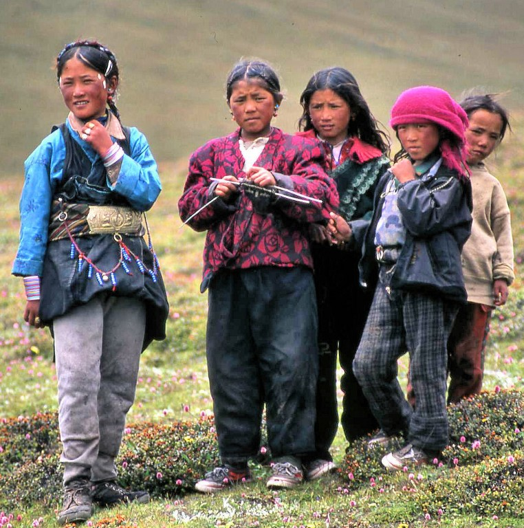 tibetan-nomadic-children-on-the-flanks-of-shishipangma_1024x768