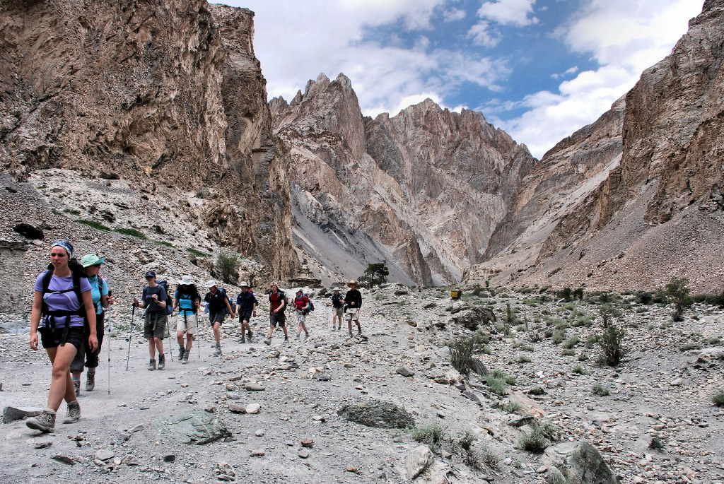 heading-down-to-the-markha-valley