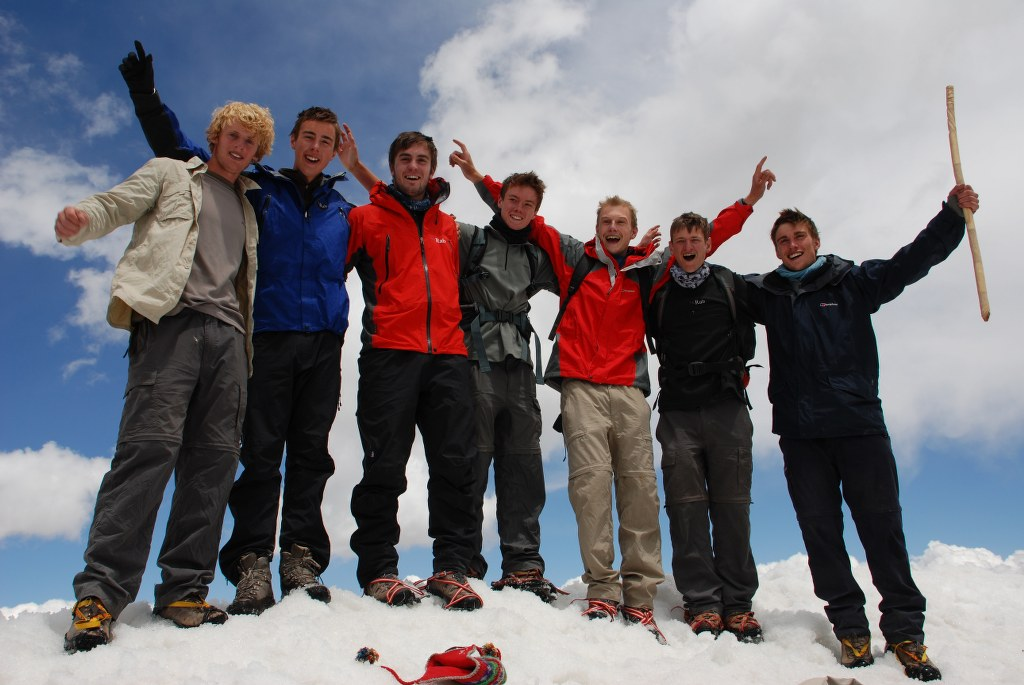 jon-dan-will-jonathan-rory-pat-and-duncan-celebrate-on-the-summit-of-stok-kangri