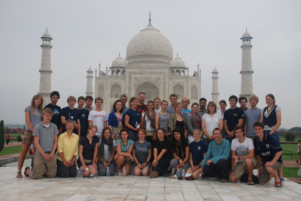 posing-in-front-of-the-taj-mahal