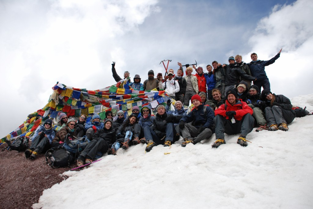the-group-on-top-of-stok-kangri-6153m