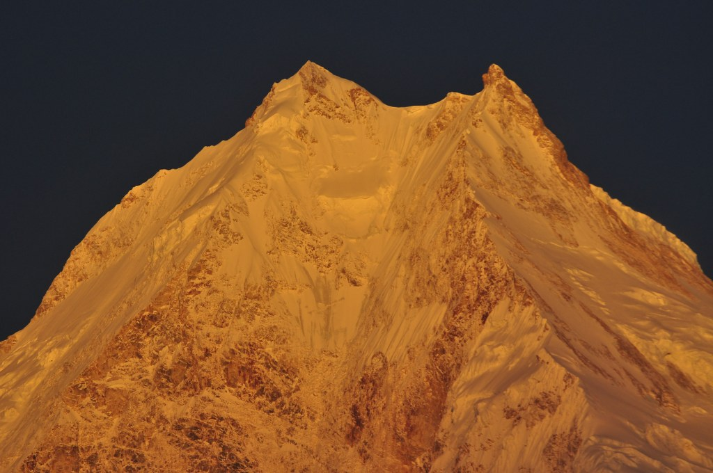 manaslu-in-early-morning-sunlight
