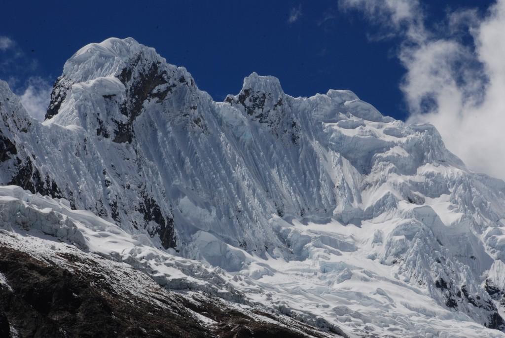wall-of-ice-snow-and-rock-above-laguna-arhueycocha_1024x768