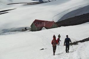 Approaching Hrafntinnusker hut